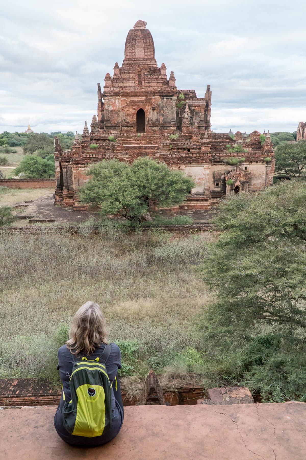 Carla in op een tempel Bagan
