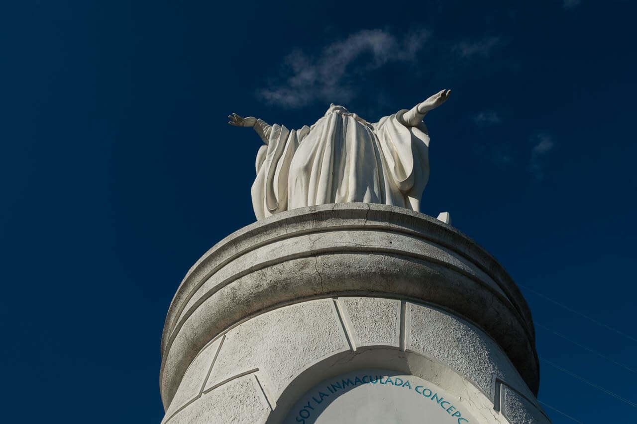 Heilige maagd op Columbus heuvel