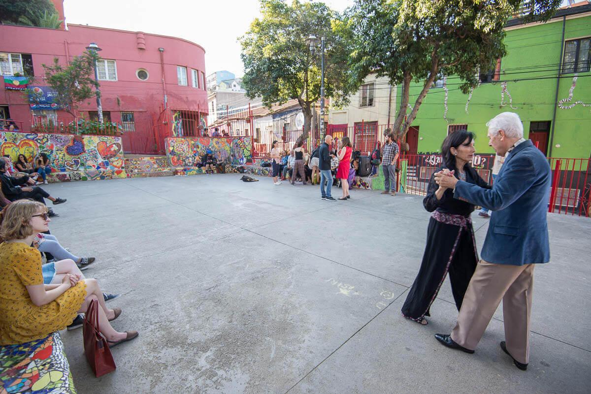 De tango op een plein in Valparaiso